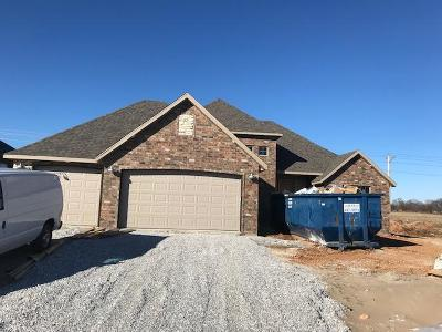 Nixa Single Family Home For Sale: 617 North Bonda Way