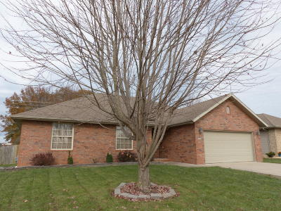 Nixa MO Single Family Home For Sale: $156,900