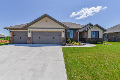 Nixa Single Family Home For Sale: 684 North Foxhill Circle