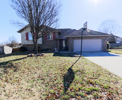 Nixa MO Single Family Home For Sale: $209,900