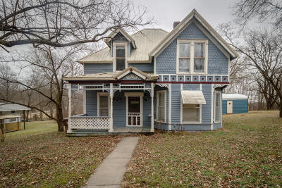 Greenfield Single Family Home For Sale: 324 Carr Street