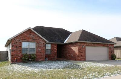 Ozark MO Single Family Home For Sale: $169,000