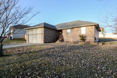 Ozark MO Single Family Home For Sale: $157,500