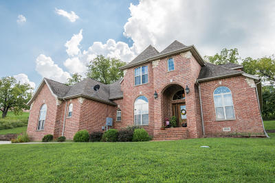 Whitetail Crossing Single Family Home For Sale: 180 White Oak Circle