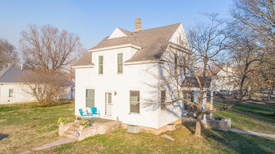 Cassville Single Family Home For Sale: 301 E. East 10th Street