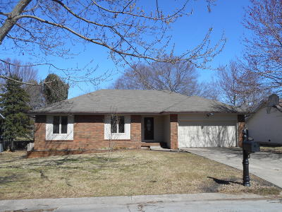 Springfield Single Family Home For Sale: 1121 East Highpoint Street