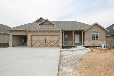 Nixa Single Family Home For Sale: 689 North Foxhill Circle