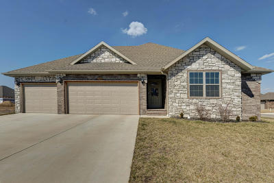Nixa, Ozark Single Family Home For Sale: 879 Scott Wayne Drive