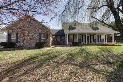Nixa Single Family Home For Sale: 1402 Stonecreek Drive