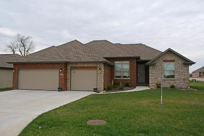 Nixa Single Family Home For Sale: 847 East Striper Drive