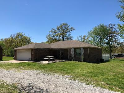 Pineville MO Single Family Home For Sale: $199,000