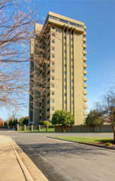 Springfield Condo/Townhouse For Sale: 350 South John Q Hammons Parkway #2d