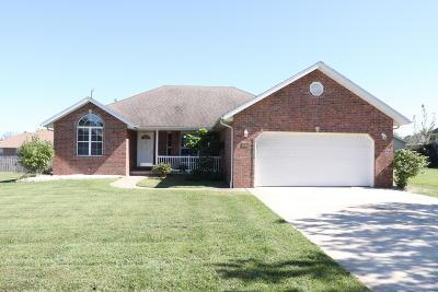 Marshfield Single Family Home For Sale: 940 Woodhurst Drive