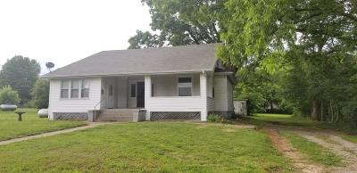 Single Family Home For Sale: 615 West Freeman Street