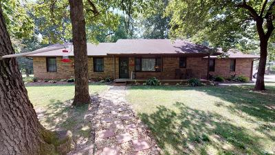 Mt Vernon Single Family Home For Sale: 856 Country Manor
