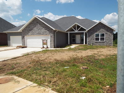 Nixa Single Family Home For Sale: 729 North Foxhill Circle