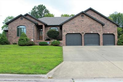 Springfield Single Family Home For Sale: 1647 South Chapel Drive