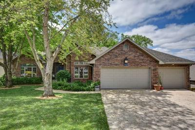 Springfield Single Family Home For Sale: 1909 South Pin Oak Drive