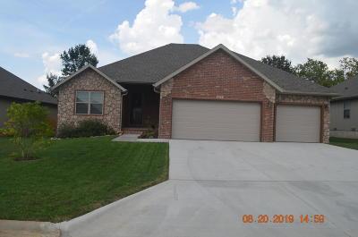 Nixa Single Family Home For Sale: 877 East Striper Drive