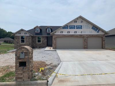 Nixa Single Family Home For Sale: 1074 East Lakota Drive
