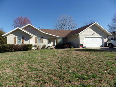 Carthage MO Single Family Home Sale Pending: $151,500