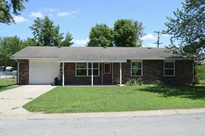 Neosho MO Single Family Home For Sale: $79,900