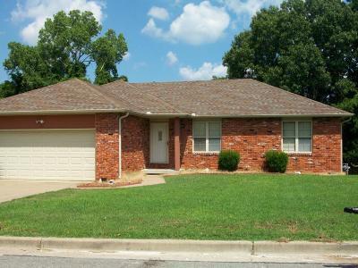 Jasper County Single Family Home For Sale: 305 N Grace Avenue