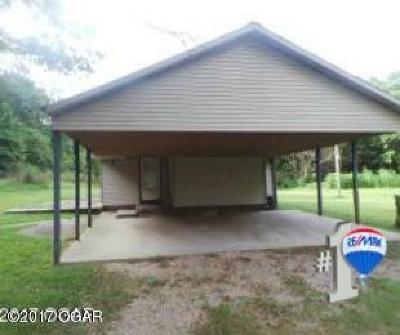 Newton County Single Family Home For Sale: 14635 Bluebird Drive