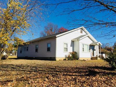 Monett MO Single Family Home For Sale: $154,900