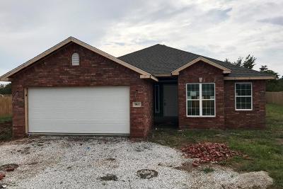 Neosho MO Single Family Home For Sale: $154,938