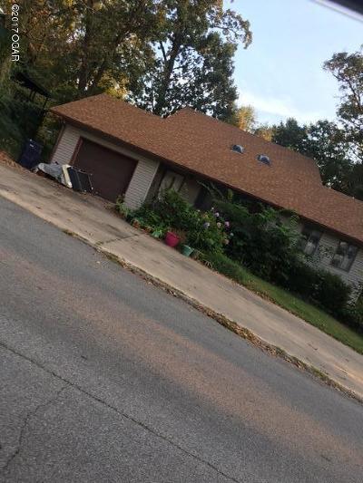 Neosho Single Family Home For Sale: 707 Walnut Drive