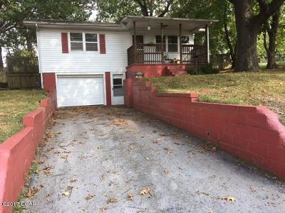 Neosho Single Family Home For Sale: 1323 Benton Drive