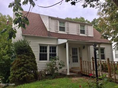 Neosho Single Family Home For Sale: 639 Oak Ridge