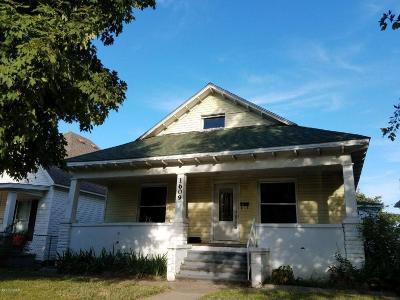 Jasper County Single Family Home For Sale: 1609 S Pennsylvania