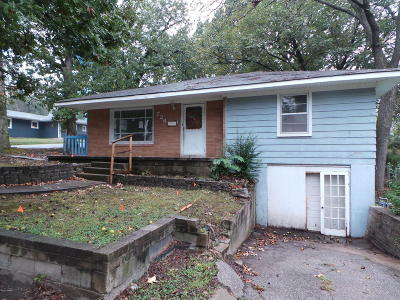 Neosho Single Family Home For Sale: 724 S College Street