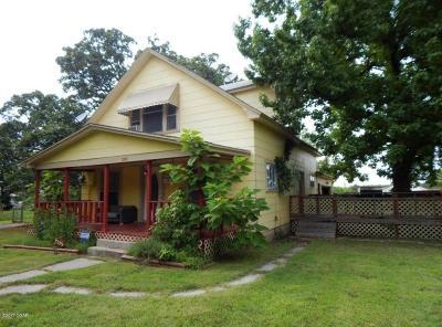 Jasper County Single Family Home For Sale: 1745 E Central