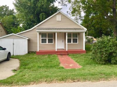 Newton County Single Family Home For Sale: 105 E 3rd Street