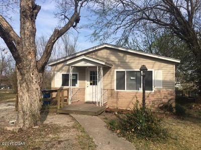 Joplin Single Family Home For Sale: 107 N Winfield Avenue