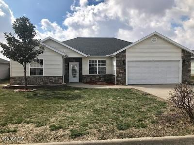 Neosho MO Single Family Home For Sale: $154,000