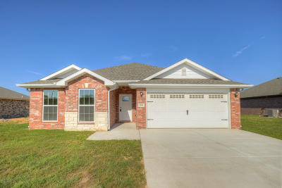 Neosho MO Single Family Home For Sale: $179,694