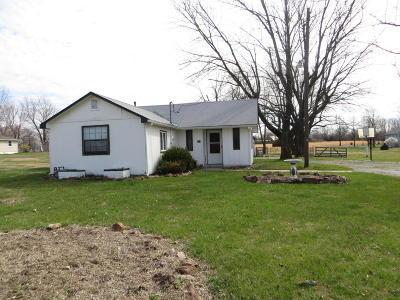 Jasper County Single Family Home For Sale: 615 N Van Hoorebeke