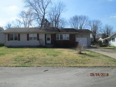 Neosho MO Single Family Home For Sale: $89,900