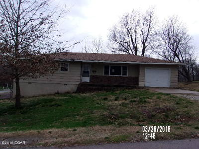 Pierce City MO Single Family Home For Sale: $59,000
