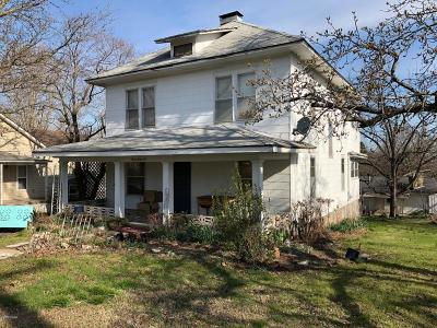 Neosho MO Single Family Home For Sale: $57,900
