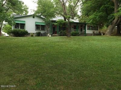 Newton County Single Family Home For Sale: 208 Newton Street