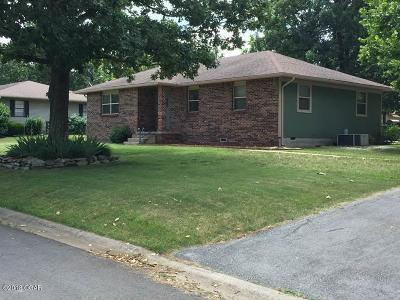 Carl Junction MO Single Family Home For Sale: $127,500