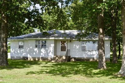 Neosho MO Single Family Home For Sale: $139,900