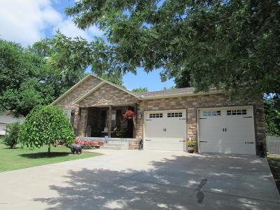Carthage MO Single Family Home For Sale: $189,000