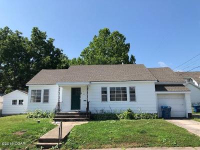 Jasper County Single Family Home For Sale: 110 E 9th Street