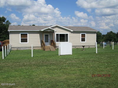 Barry County, Barton County, Dade County, Greene County, Jasper County, Lawrence County, McDonald County, Newton County, Stone County Manufactured Home For Sale: 11342 Goldfinch Road